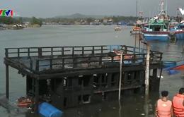 Quảng Ngãi xử lý sự cố tràn dầu do hỏa hoạn tàu cá