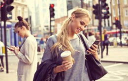 Cảnh báo: Cả một thế hệ sẽ bị đau cổ do điện thoại thông minh