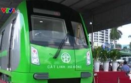 Đầu máy, toa xe đường sắt đô thị Cát Linh - Hà Đông về tới Việt Nam