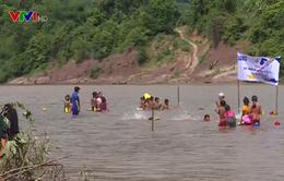 Dạy bơi miễn phí cho trẻ em vùng cao Quảng Trị