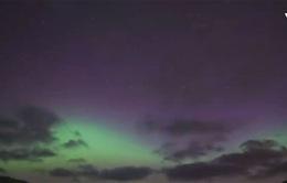 Bầu trời New Zealand sáng rực với Nam cực quang