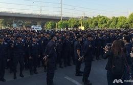 2.000 cảnh sát vây bắt sư trụ trì bị tố tham nhũng ở Bangkok