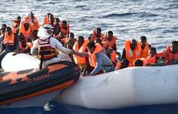 Thêm hàng trăm người di cư được cứu ngoài khơi Libya