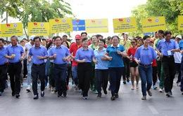 Hơn 5.000 người chạy vì sức khỏe quanh phố đi bộ Nguyễn Huệ, TP.HCM