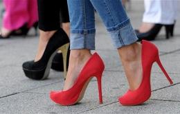 Đi giày cao gót thường xuyên có nguy cơ mắc bệnh gì?