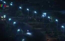 Gia Lai: Dân vùng biên tự chiếu sáng quốc lộ