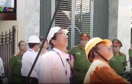Đà Nẵng ra quân chỉnh trang cáp treo cột điện