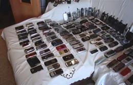 Bộ sưu tập điện thoại cũ lên tới... 300 chiếc