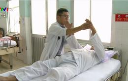 Điều trị dứt điểm bại liệt do tai biến nhờ kỹ thuật mới