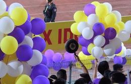 Báo quốc tế choáng khi CĐV Hà Nội cầm chảo đến sân cổ vũ