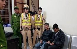 CSGT Hà Nội chạy bộ gần 1km khống chế 2 tên cướp