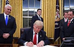 Tháng đầu tiên vận hành của chính quyền Donald Trump: Sự nhiệt huyết xen lẫn tranh cãi