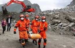 Lực lượng cứu hộ Trung Quốc cứu sống 9 người sau động đất
