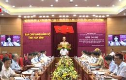 Đồng chí Phạm Minh Chính làm việc tại Hòa Bình