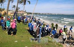 Người dân Bình Thuận tự nguyện làm sạch bãi biển