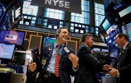 Thị trường chứng khoán Mỹ đạt kỷ lục mới