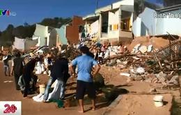Hàng trăm người dân bị thiệt hại do biển động