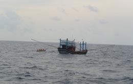Cứu nạn thuyền viên tàu cá Quảng Nam bị đau tim ở vùng biển Hoàng Sa