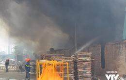 Hà Nội: Cháy lớn kho hàng gần tòa nhà Keangnam, cột khói đen cao chục mét