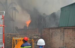 Cháy xưởng sản xuất trong khu dân cư: Ai chịu trách nhiệm?