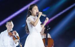 """Hát """"Em gái mưa"""" phiên bản mới, học trò của Hương Tràm da diết cảm xúc về mẹ"""