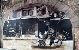 Chiêm ngưỡng những bức bích họa đầu tiên trên phố Phùng Hưng