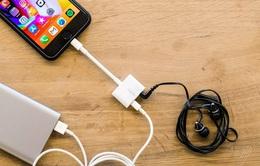 Apple bán adapter cho phép vừa nghe nhạc vừa sạc cho iPhone 7/8