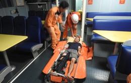 Cứu sống 1 ngư dân bị tai nạn lao động nguy kịch trên biển