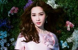 Bị chê tiếng Anh kém, Đặng Thu Thảo vẫn ghi điểm với vẻ đẹp tinh khôi