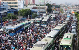 """Chống kẹt xe, TP.HCM thành """"đại công trường"""": Người dân nói gì khi phải sống chung với lô cốt?"""
