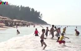 Biển Hà Tĩnh đón hàng trăm nghìn lượt khách dịp lễ