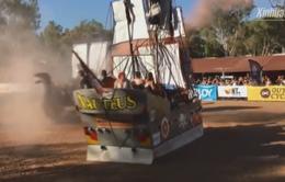 Độc đáo cuộc thi đua thuyền trên cạn ở Australia