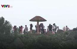 Du khách đổ xô lên Sơn Trà tránh nắng
