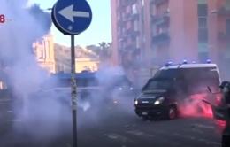 Italy: Cảnh sát đụng độ người biểu tình ở thành phố Naples