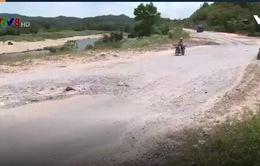Hà Tĩnh: Quốc lộ 8A xuống cấp nghiêm trọng
