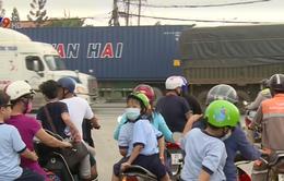TP.HCM: Khi đường đến trường là đường của xe container