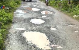 Người dân Khánh Hòa bức xúc vì đường xuống cấp gây nguy hiểm
