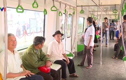 Gần 4.000 người tham quan tàu đường sắt Cát Linh - Hà Đông