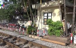 Ra quân xử lý vi phạm đường sắt tại Hà Nội