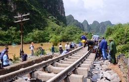 Quốc lộ 1 thông xe, đường sắt Bắc - Nam thông tuyến sau 5 ngày tê liệt vì bão lũ