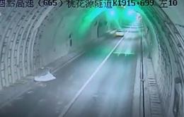 Trung Quốc: Ô tô đâm vào tường đường hầm tại Trùng Khánh