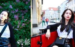 Để chồng con ở nhà, Angelababy một mình đi Czech, chụp ảnh đẹp như nữ sinh