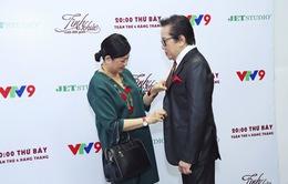 Elvis Phương được vợ chăm sóc chu đáo ở hậu trường Tình khúc vượt thời gian