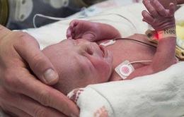 Em bé đầu tiên ở Mỹ ra đời từ tử cung cấy ghép