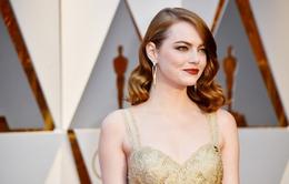 """Oscar 2017: Phản ứng của Emma Stone khi La La Land bị """"cuỗm"""" giải"""