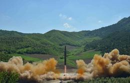 """Tuyên bố thử thành công tên lửa đạn đạo xuyên lục địa: Lời giải nào cho """"bài toán"""" Triều Tiên?"""