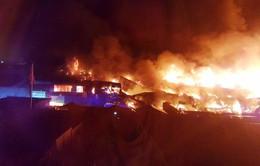 Cháy lớn tại một nhà kho ở London, Anh