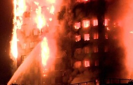 Anh di dời dân ở 5 tòa nhà chung cư do lo ngại hỏa hoạn