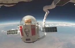 Hãng KFC đưa món burger lên tầng cận không gian