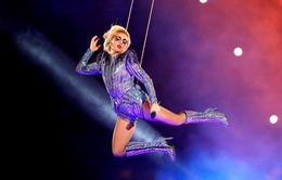 Lady Gaga gọi điện thoại cho bà trước khi bùng nổ tại Super Bowl 2017